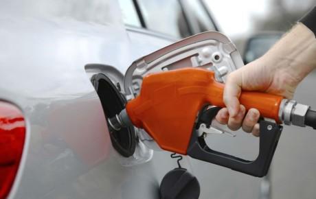 احتمال گرانی بنزین و دو نرخی شدن آن جدی است
