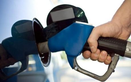 افزایش قیمت بنزین و دو نرخی شدن آن مطرح نیست