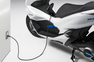 اولین اسکوترهیبرید دنیا، هوندا PCX رونمایی شد!