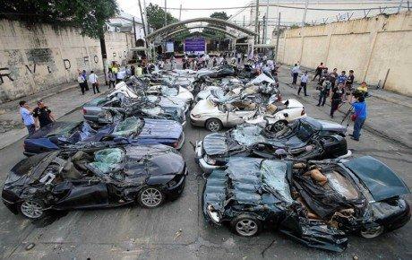 انهدام ۸۰ میلیارد تومان خودروی لوکس قاچاق + فیلم