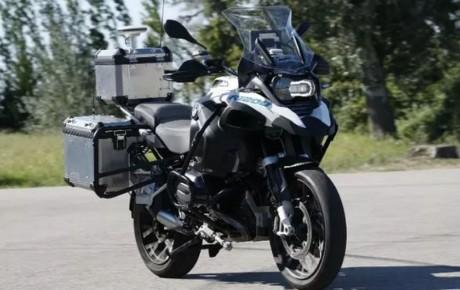 آزمایش نخستین موتورسیکلت خودران بی ام و