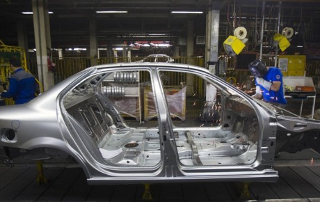 آیا خودروسازان از نابسامانیهای نرخ ارز سود بردند؟