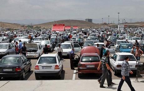 تعیین قیمت خودرو در دست دلالان است
