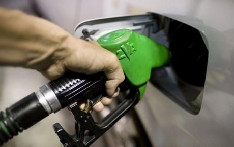 افزایش قیمت بنزین بدون کاهش قیمت خودرو ظلم به مردم است