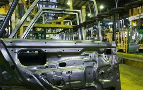 کسری قطعات خودروها در خط تولید همچنان ادامه دارد
