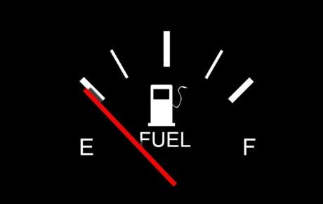 توصیههای مهم در زمان روشن شدن چراغ بنزین خودرو