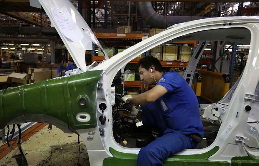 صنعت خودروسازی سیاسی شده است!