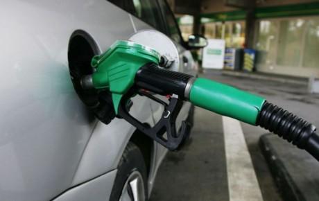 کاهش مصرف بنزین وظیفه خودروسازان است