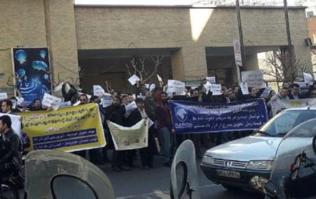 تجمع متقاضیان سایپا و ایران خودرو در مقابل وزارت صنعت + تصاویر