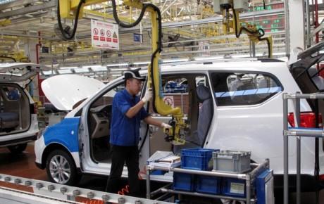 کاهش شدید فروش خودرو در چین