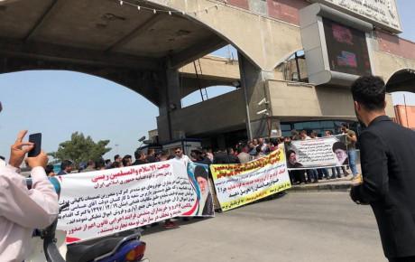 تجمع عدهای به دلیل ترخیص نشدن خودروهای وارداتی در بوشهر