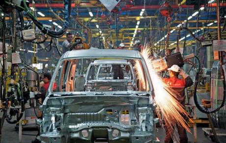 فراز و نشیبهای صنعت خودروسازی در سال 97