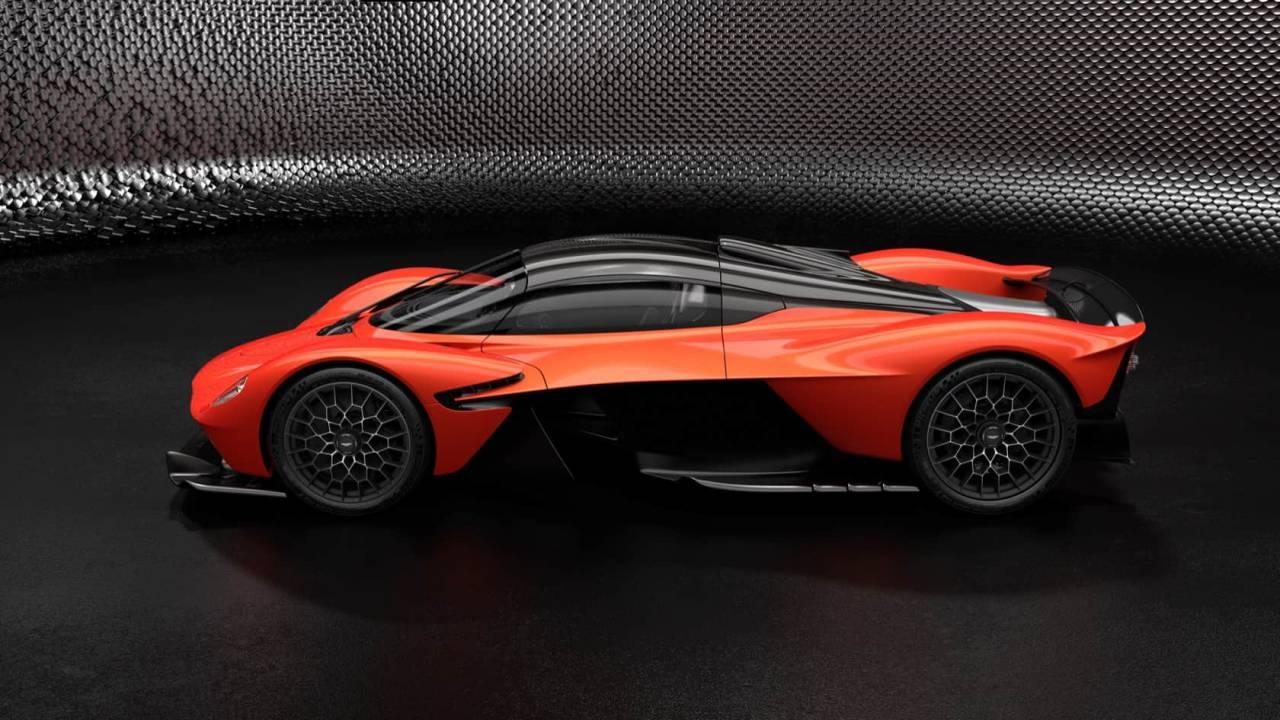 آستون مارتین تازهترین خودروی مسابقهای هیبریدی خود را رونمایی کرد