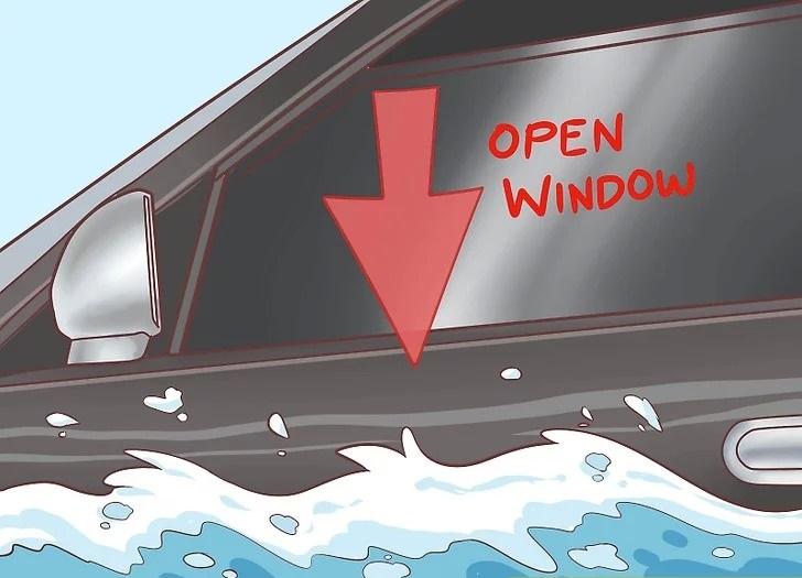 چگونه از خودروی در حال غرق شدن خارج شویم