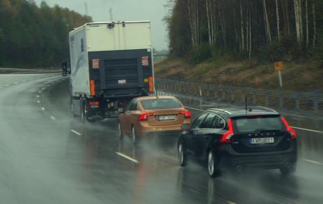 سیستم هشدار دهنده ولوو در جادههای لغزنده