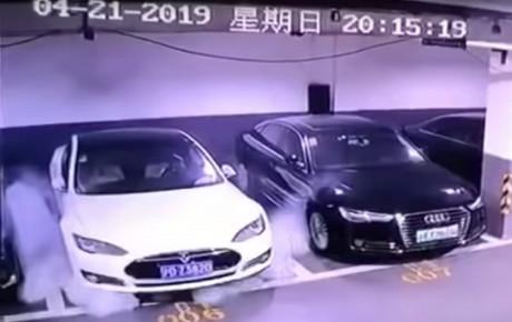 انفجار وحشتناک یکی از محصولات تسلا در شانگهای + ویدیو
