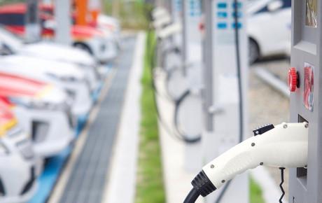 شارژ خودروی برقی تنها در ۱۰ دقیقه!