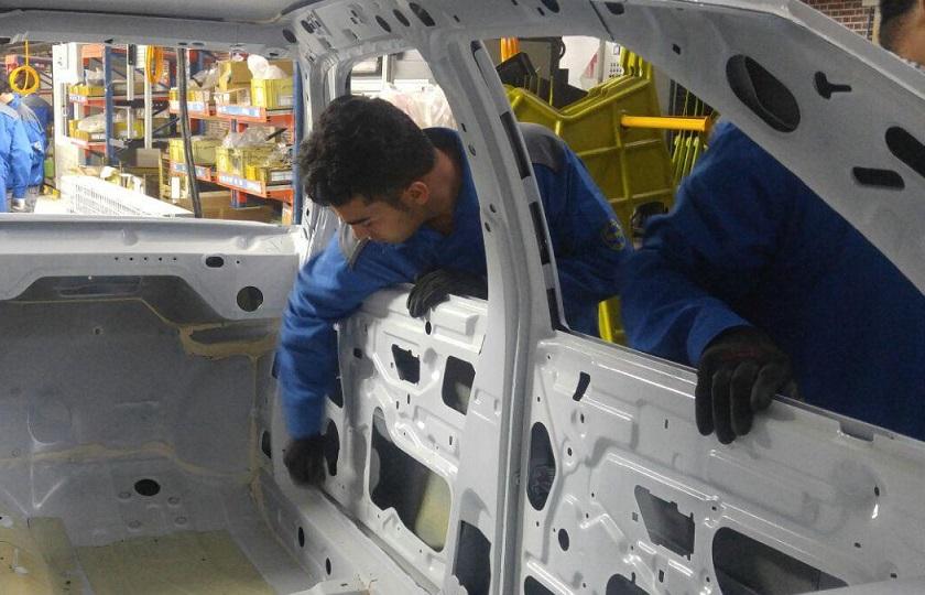 بومی سازی قطعات خودرو را با جدیت دنبال میکنیم