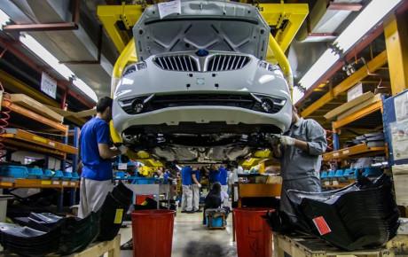 ورود نظامیان به صنعت خودرو برای جبران ضعف خودروسازان است