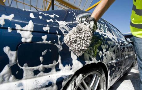 از شستن خودرو با آب شرب خودداری کنید
