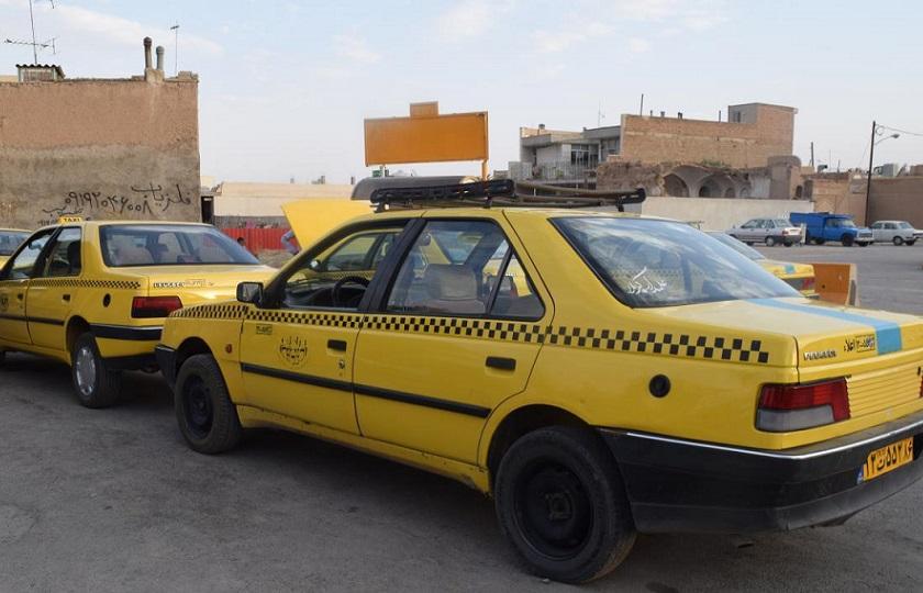 رانندگان تاکسی هرچه زودتر نسبت به دریافت پروانه هوشمند اقدام کنند