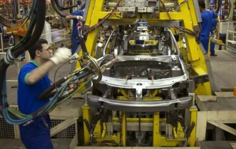 کمبود نقدینگی کمر صنعت خودرو را خم کرد