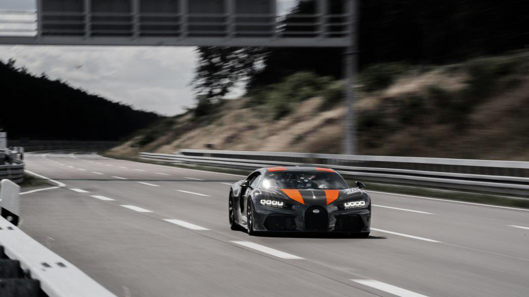 ثبت رکورد حداکثر سرعت 490 کیلومتر بر ساعت توسط بوگاتی شیرون + تصاویر