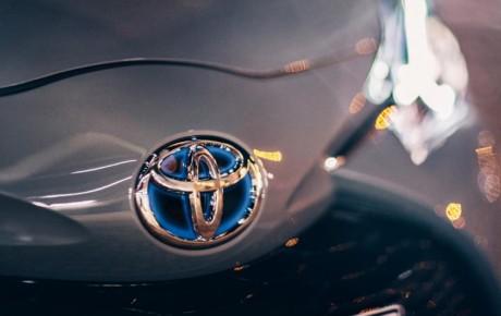 برنامه تویوتا برای استفاده از باتریهای پاناسونیک در خودروهای پلاگین هیبریدی