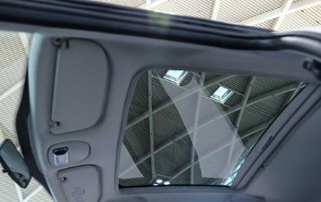 پژو ۲۰۷ هاچبک سقف شیشه ای