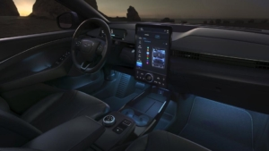 آموزش مکانیکهای فورد با تکنولوژی VR بوش