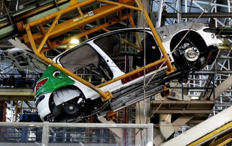 احتمال تعطیلی خودروسازان تا اردیبهشت ماه