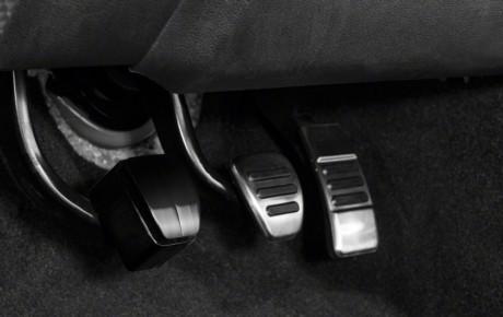 در چه مواقعی گرفتن کلاچ قبل از استارت زدن خودرو لازم است؟