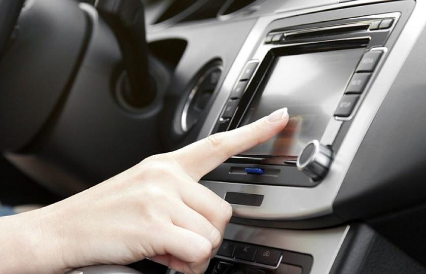 انواع سیستم های مولتی مدیا خودرو را بشناسید
