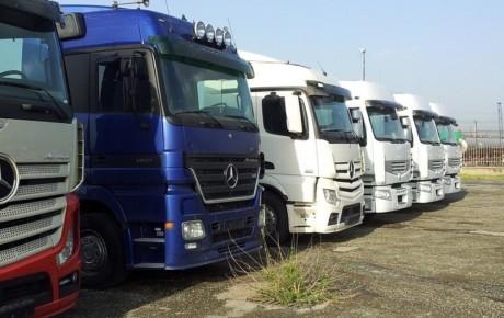 توقف کامیونهای ۳ سال ساخت در گمرک